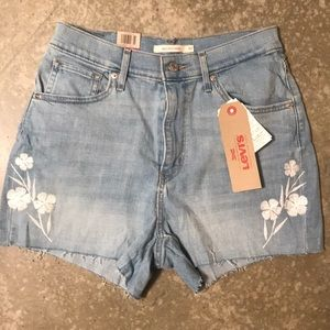 NWT Levi's light wash embroidered jean shorts